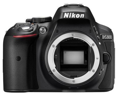 NIKON D5300 + AF-P 18-55 VR BLACK